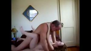 Pai safado depositando esperma na buceta da filha inocente sexo incesto