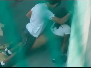 Flagras Reais com foda na escola da novinha fazendo anal com amigo